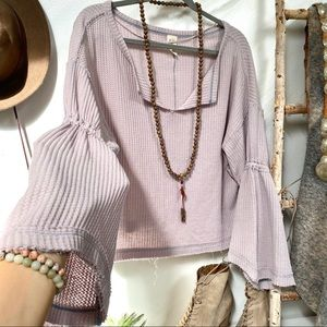 🤍FREE PEOPLE•BELL SLEEVES with distressed edging